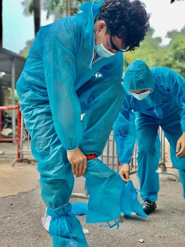 NSƯT Xuân Bắc, NSND Tự Long và MC Thành Trung thay mặt nhóm nghệ sĩ và bạn bè quyên góp 365 triệu VNĐ cho quỹ vắc-xin cộng đồng, 150 triệu VNĐ và quà cho Bắc Ninh, Bắc Giang - Ảnh 6.