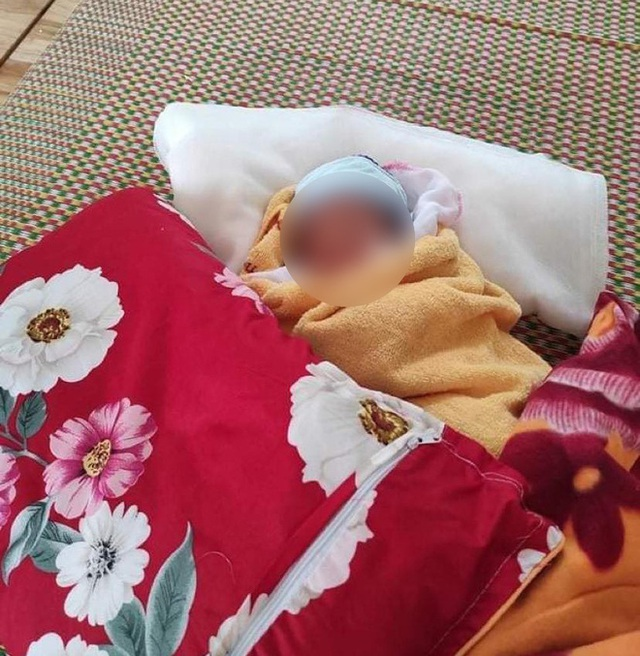 Thương lắm những em bé phải xa bố mẹ đi cách ly tập trung: Tự ăn cơm, chơi một mình và không quấy khóc - Ảnh 1.