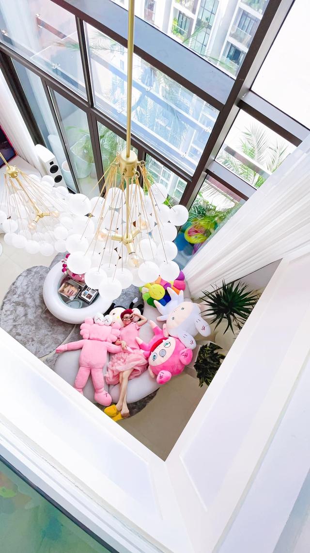 Ấn tượng với không gian căn penthouse duplex của NTK thời trang nổi tiếng: Một ngôi nhà mang năng lượng tích cực, vừa kích thích cảm giác tự do sáng tạo vừa có không gian riêng tư - Ảnh 1.