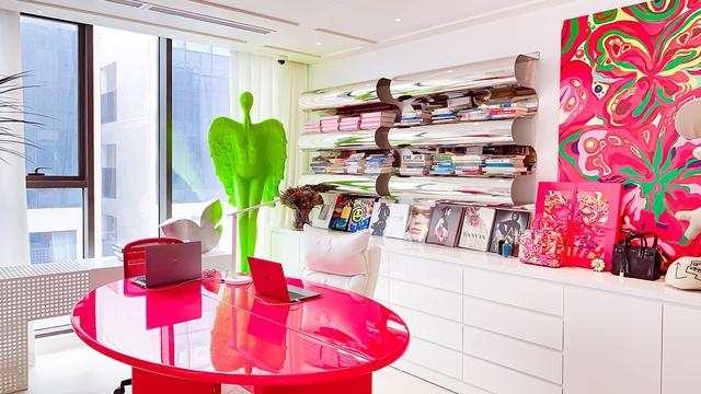 Ấn tượng với không gian căn penthouse duplex của NTK thời trang nổi tiếng: Một ngôi nhà mang năng lượng tích cực, vừa kích thích cảm giác tự do sáng tạo vừa có không gian riêng tư - Ảnh 10.