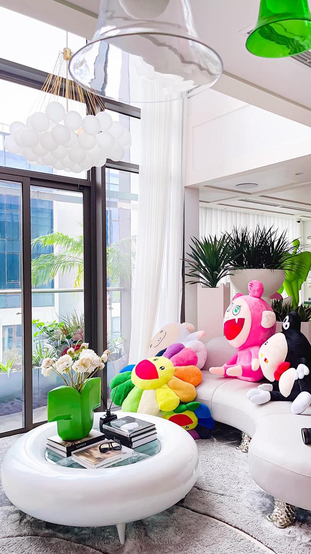 Ấn tượng với không gian căn penthouse duplex của NTK thời trang nổi tiếng: Một ngôi nhà mang năng lượng tích cực, vừa kích thích cảm giác tự do sáng tạo vừa có không gian riêng tư - Ảnh 3.