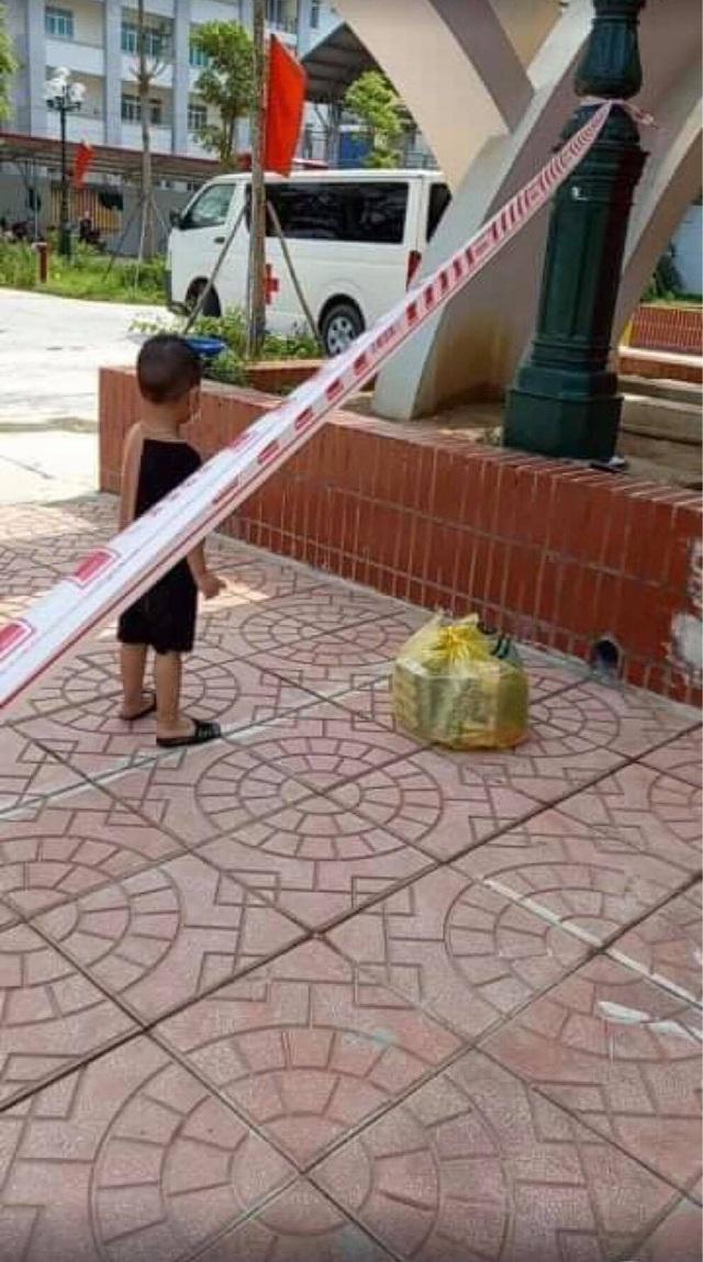 Thương lắm những em bé phải xa bố mẹ đi cách ly tập trung: Tự ăn cơm, chơi một mình và không quấy khóc - Ảnh 11.