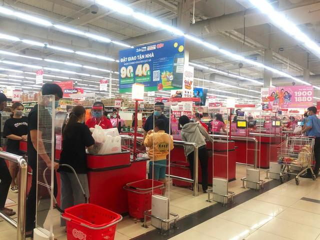 Chợ, siêu thị ở Sài Gòn đông kín người ngày cuối tuần  - Ảnh 11.