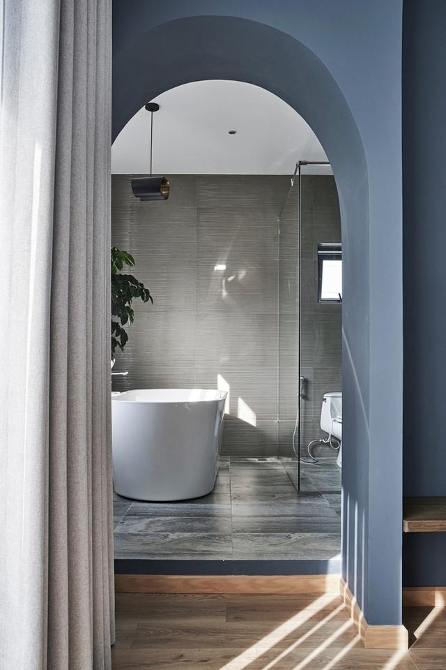 Vợ chồng trung niên cải tạo nhà thô thành biệt thự đúng chất resort, không gian mở ngập nắng, thiết kế tường vòm thay cửa - Ảnh 11.