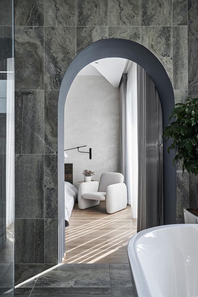 Vợ chồng trung niên cải tạo nhà thô thành biệt thự đúng chất resort, không gian mở ngập nắng, thiết kế tường vòm thay cửa - Ảnh 12.