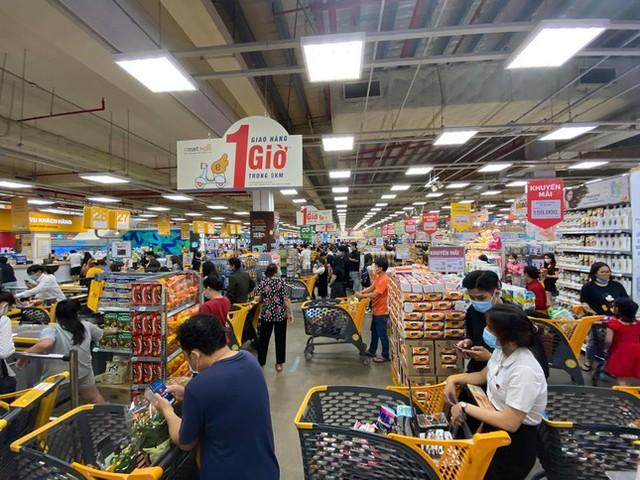 Chợ, siêu thị ở Sài Gòn đông kín người ngày cuối tuần  - Ảnh 13.