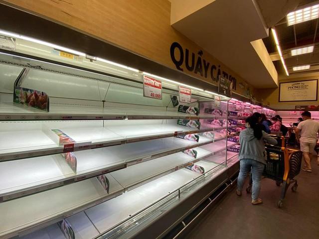 Chợ, siêu thị ở Sài Gòn đông kín người ngày cuối tuần  - Ảnh 14.