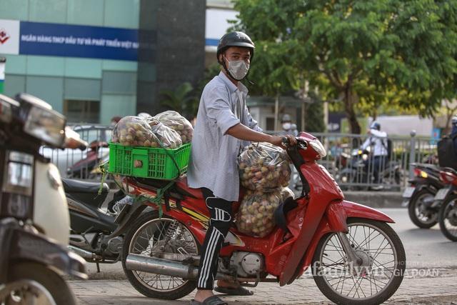 Người Hà Nội đội nắng nóng, nườm nượp chung tay giải cứu vải Bắc Giang hỗ trợ người dân vùng dịch - Ảnh 15.