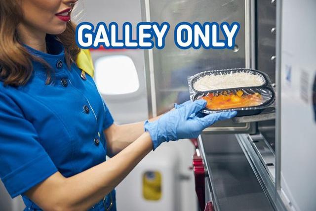 16 điều bình thường nhưng các tiếp viên tuyệt nhiên không được phép làm trên máy bay nếu không muốn bị sa thải, mất việc - Ảnh 4.