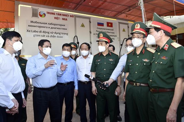 Chùm ảnh: Thủ tướng vào Bắc Giang động viên các lực lượng trên tuyến đầu chống dịch - Ảnh 5.
