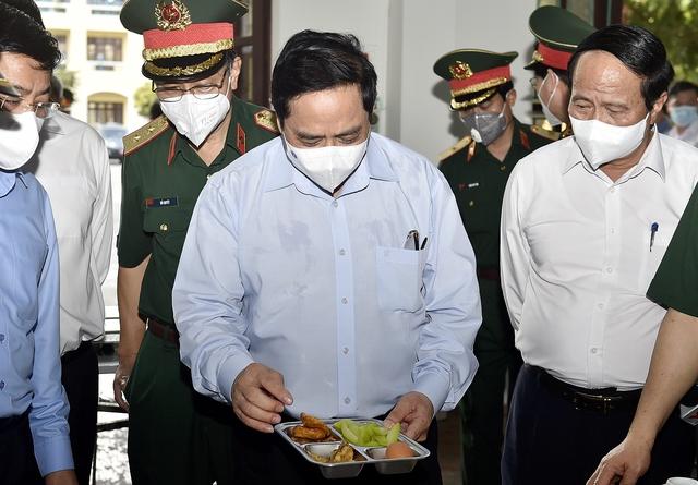Chùm ảnh: Thủ tướng vào Bắc Giang động viên các lực lượng trên tuyến đầu chống dịch - Ảnh 6.
