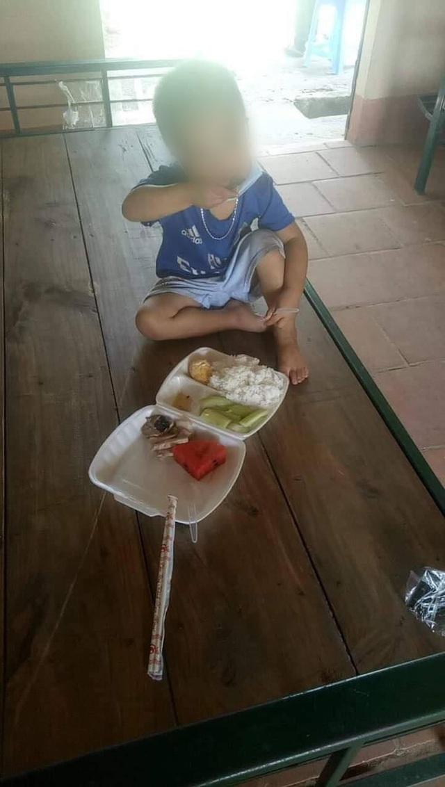 Thương lắm những em bé phải xa bố mẹ đi cách ly tập trung: Tự ăn cơm, chơi một mình và không quấy khóc - Ảnh 7.