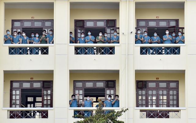 Chùm ảnh: Thủ tướng vào Bắc Giang động viên các lực lượng trên tuyến đầu chống dịch - Ảnh 8.
