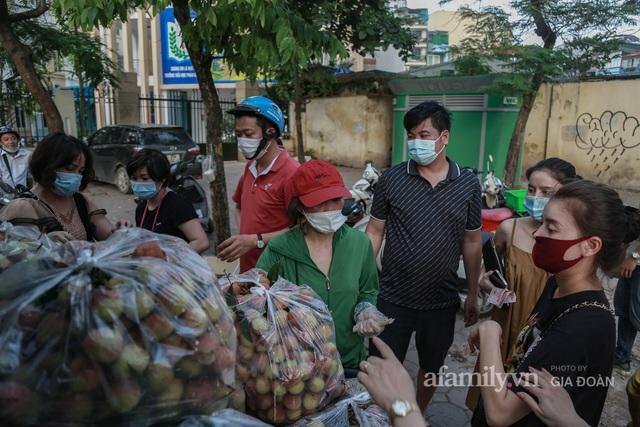 Người Hà Nội đội nắng nóng, nườm nượp chung tay giải cứu vải Bắc Giang hỗ trợ người dân vùng dịch - Ảnh 9.