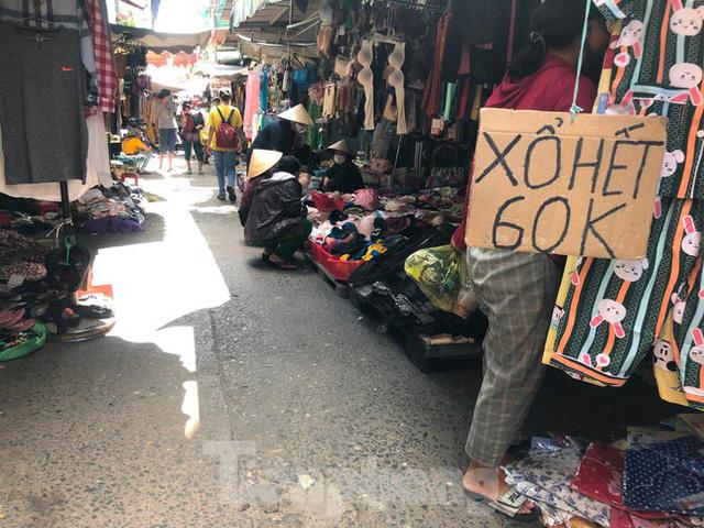 Chợ, siêu thị ở Sài Gòn đông kín người ngày cuối tuần  - Ảnh 9.