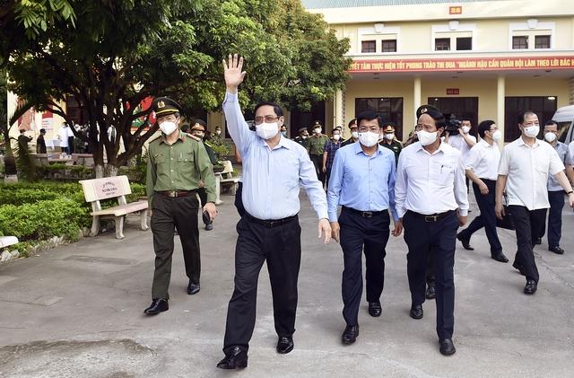 Chùm ảnh: Thủ tướng vào Bắc Giang động viên các lực lượng trên tuyến đầu chống dịch - Ảnh 9.