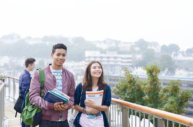 Chuyên gia giáo dục người Việt tại Pháp và quan điểm gây sốc: Xin chị đừng cho con đi du học! - Ảnh 2.