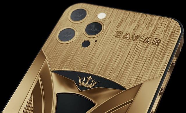 Chơi xe kiểu nhà giàu: Chi 7 tỷ mua cặp Tesla và iPhone 12 mạ vàng giới hạn 99 đôi trên toàn thế giới  - Ảnh 3.