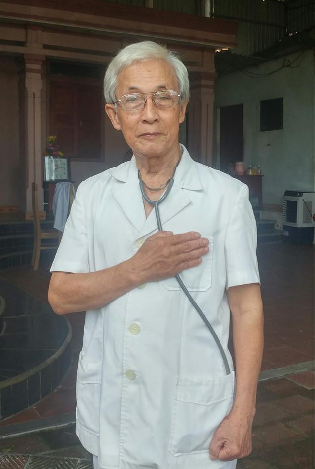 Bác sĩ về hưu 78 tuổi làm thơ và viết đơn xin lên Bắc Giang chống dịch Covid-19: Với tuổi đời của tôi, sức còn đang khỏe lắm, máu tim còn sục sôi - Ảnh 1.