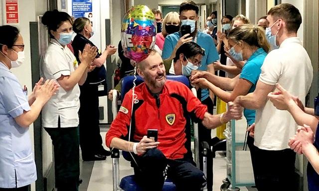 Hành trình vượt qua tử thần: Bệnh nhân Covid-19 xuất viện sau 178 ngày, sống sót một cách kỳ diệu - Ảnh 1.