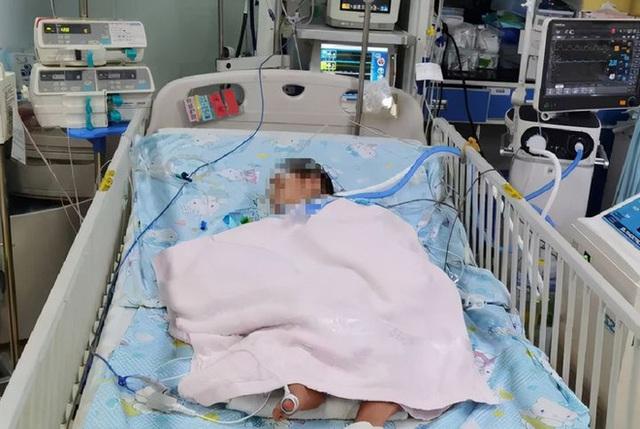 3 trẻ nhỏ chết não trong 2 tháng chỉ vì mụn nước ở khóe miệng, bác sĩ chỉ ra con đường lây nhiễm bệnh xuất phát từ hành động nhiều người vẫn làm - Ảnh 2.