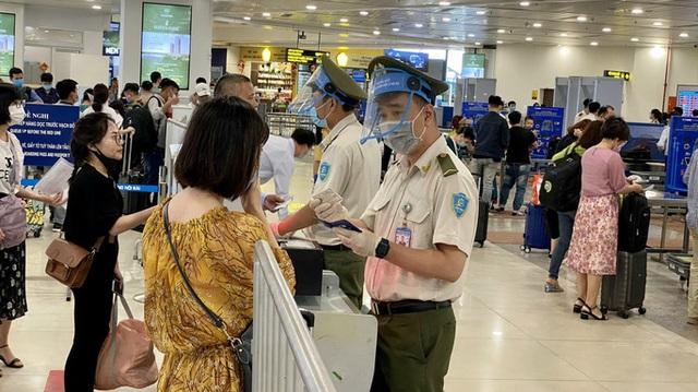 Cảng vụ hàng không miền Bắc khẳng định nước rửa tay ở Nội Bài không phải nước lã  - Ảnh 1.