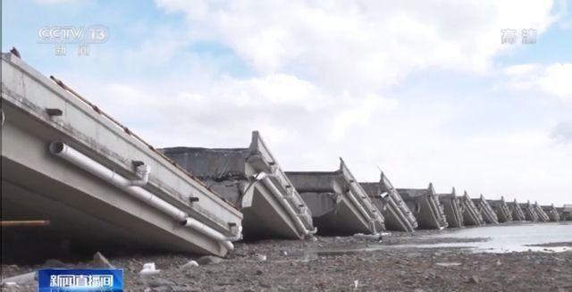 Động đất mạnh ở Trung Quốc: Cây cầu hiện đại sập thành từng mảnh như cờ domino - Ảnh 1.