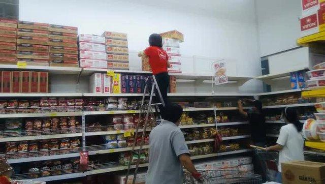 Chợ, siêu thị ở TP HCM vẫn mở bán bình thường từ 31-5 - Ảnh 1.