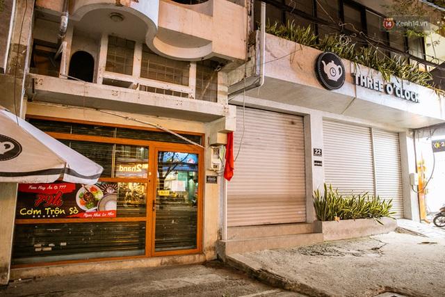 Quán xá Sài Gòn lao đao giữa mùa dịch: Thông báo bán mang đi nhưng nhiều nơi vẫn vắng hoe, khung cảnh ảm đạm bao trùm nhiều tuyến phố - Ảnh 16.