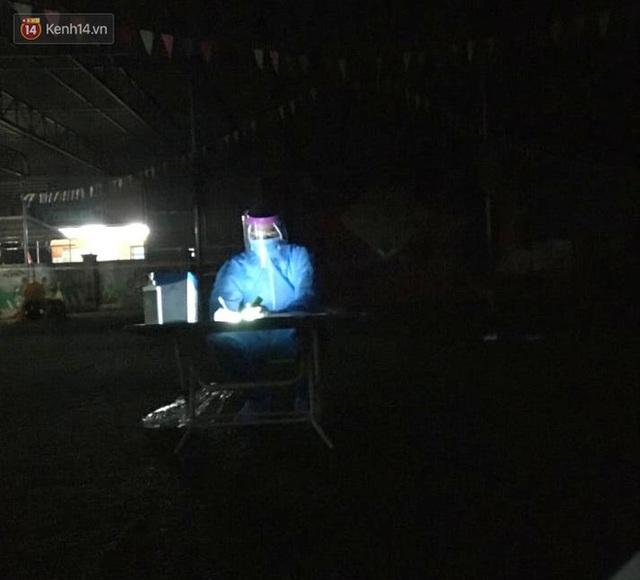 Nước mắt nữ bác sĩ tại tâm dịch Bắc Giang khi nghe giọng con gái 3 tuổi qua điện thoại: Mẹ bắt hết con Covid rồi về với con... - Ảnh 3.
