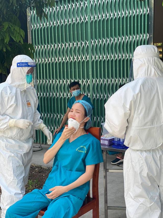 Nữ điều dưỡng vào tâm dịch Bắc Giang: Mỗi lần làm xét nghiệm, tất cả chúng tôi đều nín thở. Nhỡ thành F0 thì sao? - Ảnh 4.