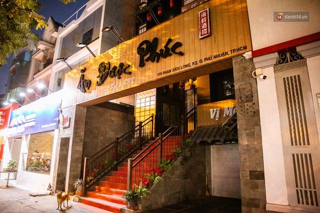 Quán xá Sài Gòn lao đao giữa mùa dịch: Thông báo bán mang đi nhưng nhiều nơi vẫn vắng hoe, khung cảnh ảm đạm bao trùm nhiều tuyến phố - Ảnh 25.