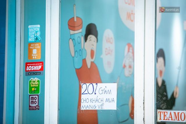 Quán xá Sài Gòn lao đao giữa mùa dịch: Thông báo bán mang đi nhưng nhiều nơi vẫn vắng hoe, khung cảnh ảm đạm bao trùm nhiều tuyến phố - Ảnh 34.