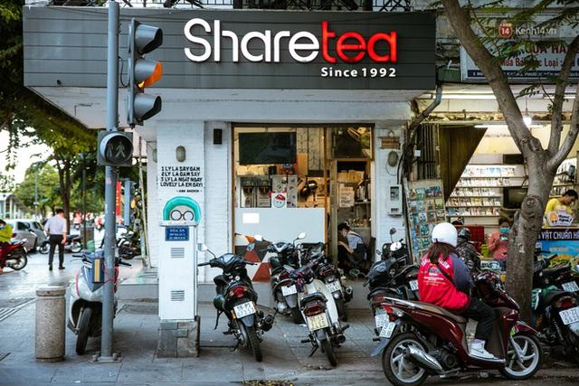 Quán xá Sài Gòn lao đao giữa mùa dịch: Thông báo bán mang đi nhưng nhiều nơi vẫn vắng hoe, khung cảnh ảm đạm bao trùm nhiều tuyến phố - Ảnh 7.