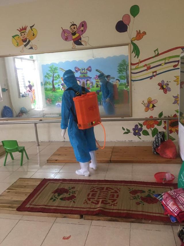 Nước mắt nữ bác sĩ tại tâm dịch Bắc Giang khi nghe giọng con gái 3 tuổi qua điện thoại: Mẹ bắt hết con Covid rồi về với con... - Ảnh 7.