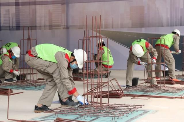 Nikkei Asia: Con số 4 tỷ USD/năm từ kiều hối do lao động Việt Nam chuyển về đang đứng trước nguy cơ tụt dốc - Ảnh 1.