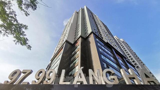 Phong tỏa tạm thời tòa nhà 97-99 Láng Hạ vì nữ nhân viên 9X dương tính với SARS-CoV-2  - Ảnh 1.