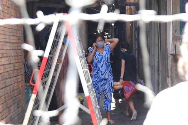 TP.HCM: Khu Mả Lạng, quận 1 lại bị phong tỏa vì phát hiện thêm ca dương tính SARS-CoV-2 - Ảnh 2.