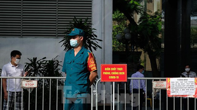 Phong tỏa tạm thời tòa nhà 97-99 Láng Hạ vì nữ nhân viên 9X dương tính với SARS-CoV-2  - Ảnh 3.