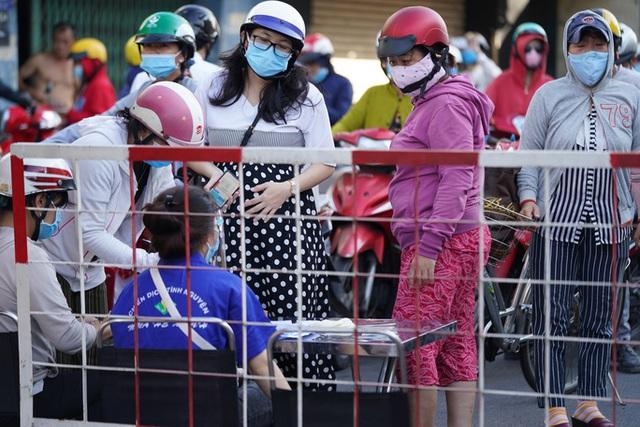 Người dân Gò Vấp phải khai báo y tế rõ ràng để vào khu trung tâm TP HCM  - Ảnh 3.
