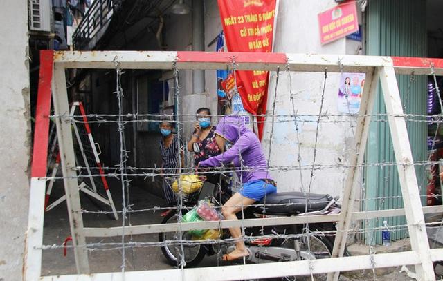 TP.HCM: Khu Mả Lạng, quận 1 lại bị phong tỏa vì phát hiện thêm ca dương tính SARS-CoV-2 - Ảnh 4.