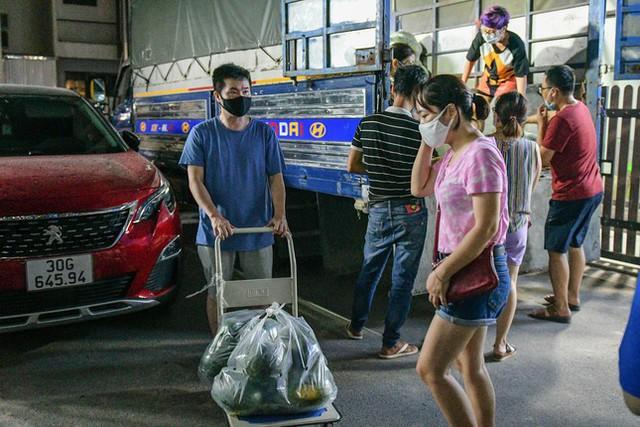 Xuyên đêm giải cứu dưa hấu từ vùng dịch Bắc Giang - Ảnh 5.