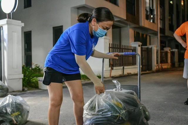 Xuyên đêm giải cứu dưa hấu từ vùng dịch Bắc Giang - Ảnh 6.