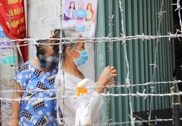 TP.HCM: Khu Mả Lạng, quận 1 lại bị phong tỏa vì phát hiện thêm ca dương tính SARS-CoV-2 - Ảnh 6.