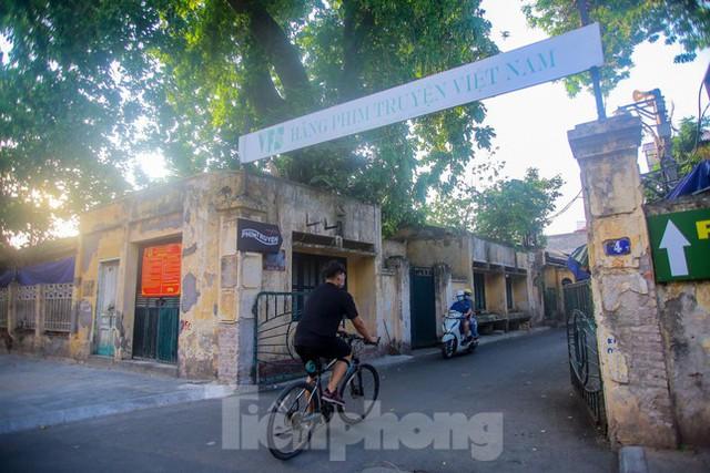 Cận cảnh khu đất vàng hãng phim truyện Việt Nam bị thúc thu hồi sau cổ phần hóa - Ảnh 7.