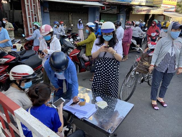 Người dân Gò Vấp phải khai báo y tế rõ ràng để vào khu trung tâm TP HCM  - Ảnh 7.