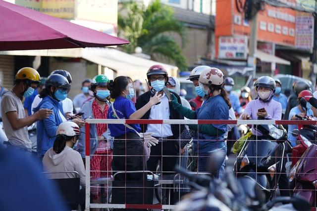 Người dân Gò Vấp phải khai báo y tế rõ ràng để vào khu trung tâm TP HCM  - Ảnh 9.