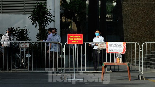 Phong tỏa tạm thời tòa nhà 97-99 Láng Hạ vì nữ nhân viên 9X dương tính với SARS-CoV-2  - Ảnh 10.