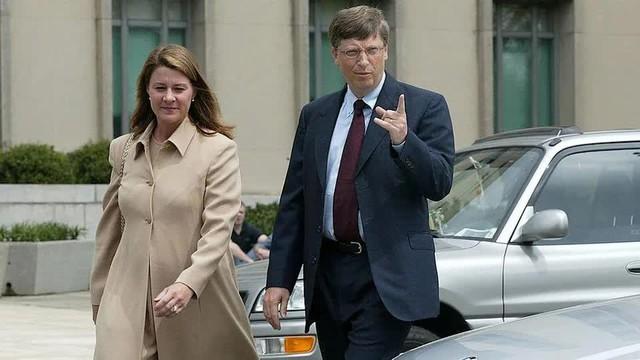Cuộc hôn nhân 27 năm của vợ chồng tỷ phú Bill Gates qua những bức ảnh - Ảnh 4.