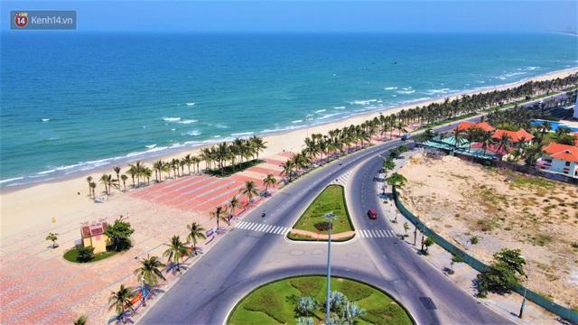 Ảnh: Bãi biển, khu vui chơi ở Đà Nẵng vắng bóng người trong ngày đầu siết chặt các biện pháp phòng, chống Covid-19 - Ảnh 1.